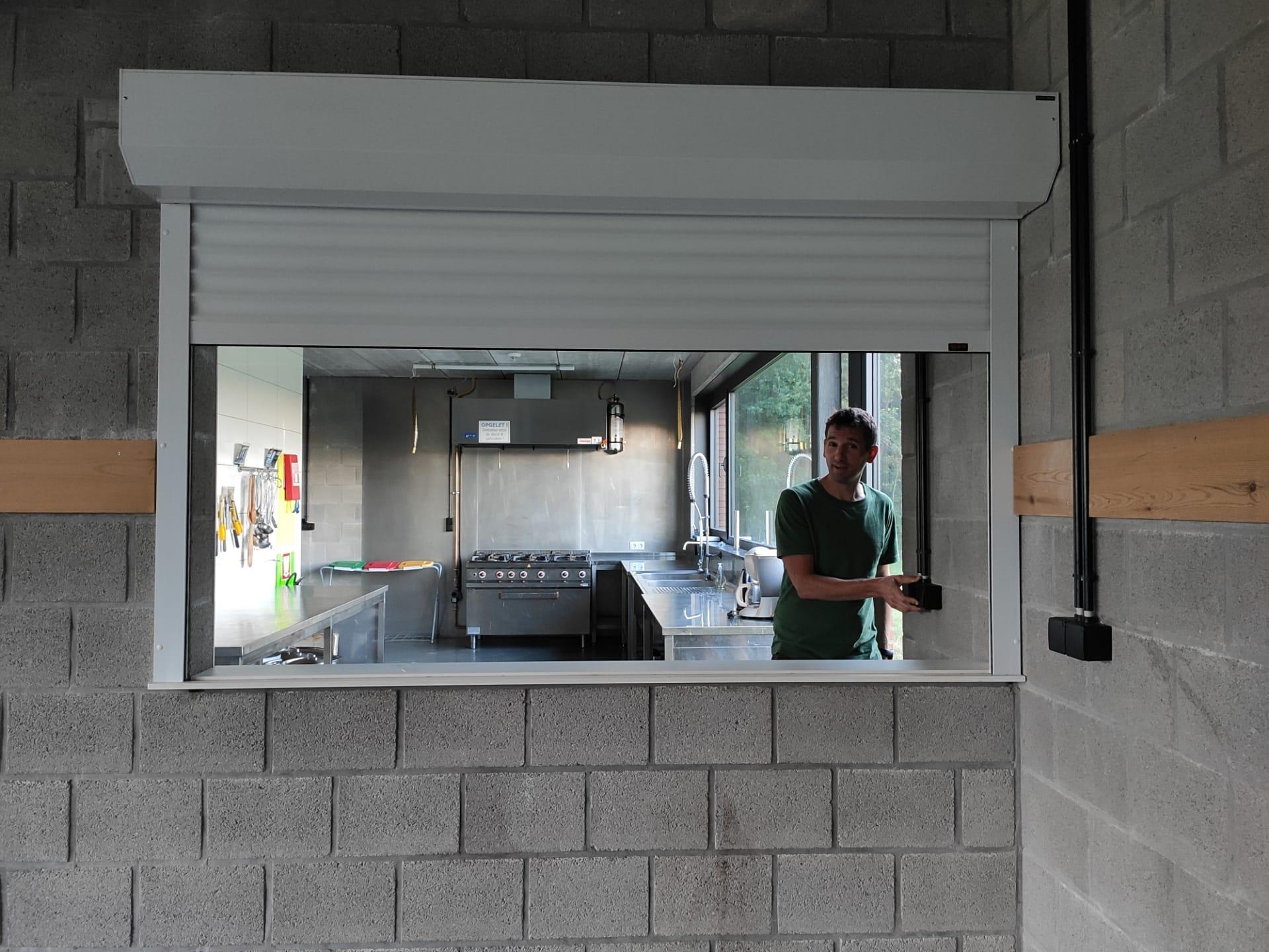 elektrisch doorgeefluik keuken-open