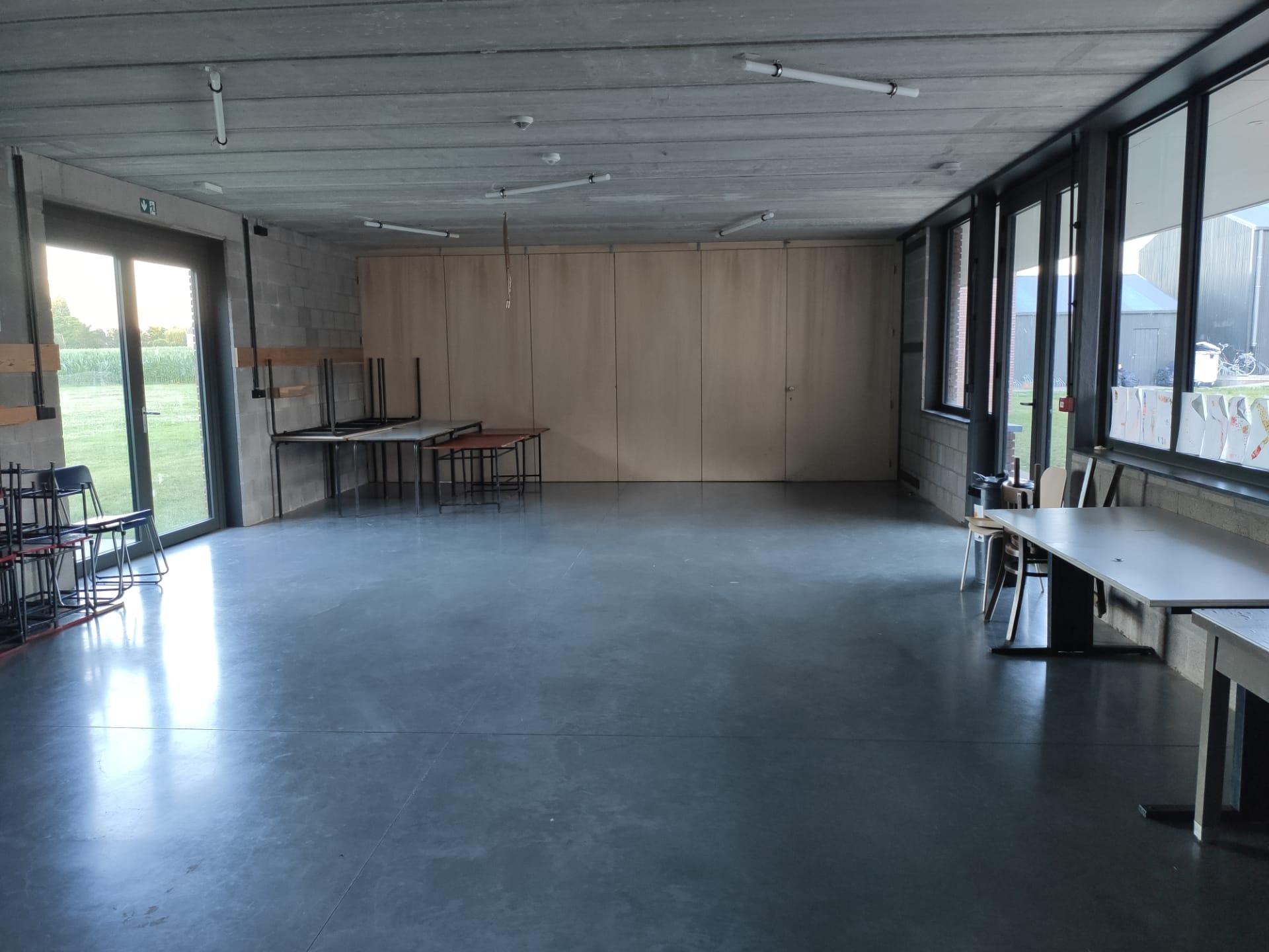 kapoenenlokaal met verwijderbare wand
